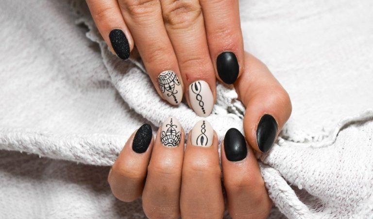 Enlever son vernis a ongles sans dissolvant